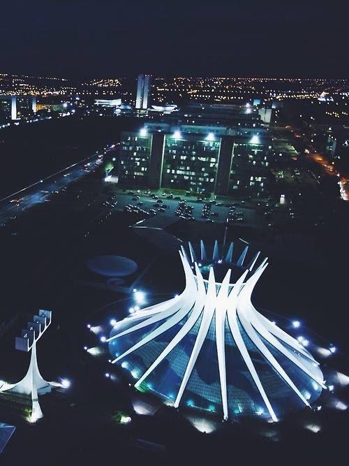 Vẻ đẹp rung động của nhà thờ Brasília vào ban đêm (Ảnh: pinterest.com)