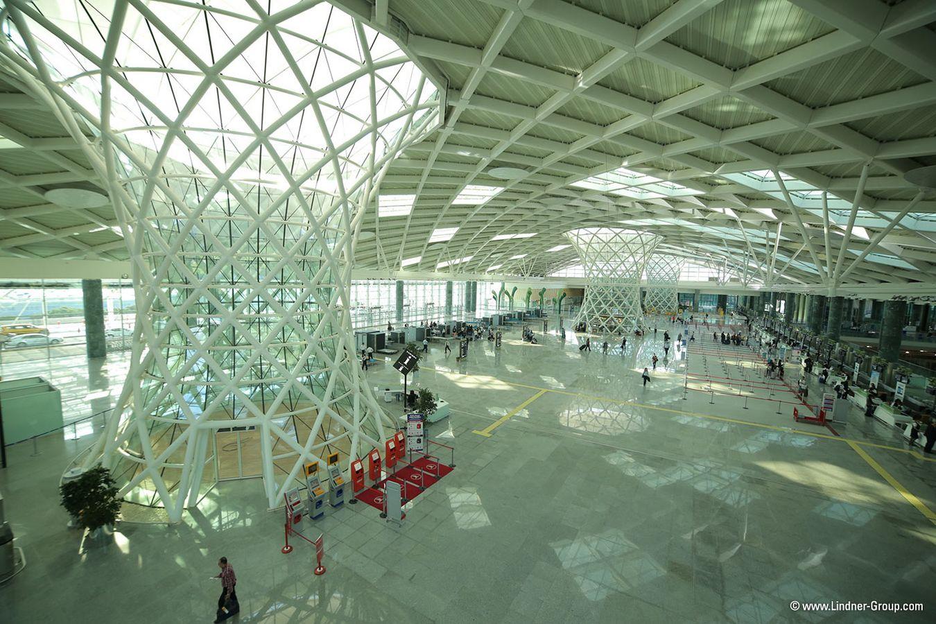 """""""Chân voi"""" Hyperboloid bên trong nhà ga nội địa sân bay Adnan Menderes (Ảnh: Yakup Hazan)"""