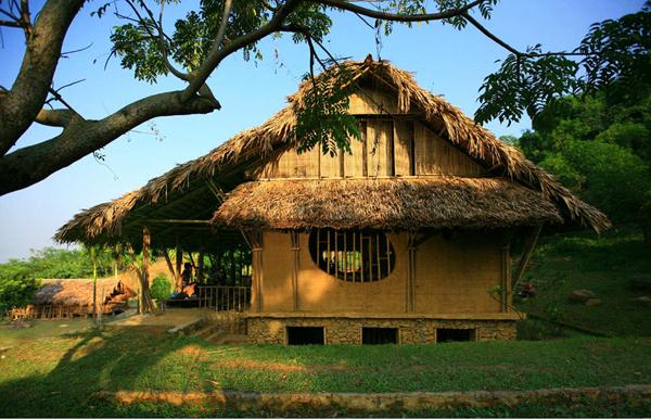 Nhà cộng đồng Suối Rè (Lương Sơn, Hòa Bình), một trong những công trình khởi đầu cho dòng chảy Kiến trúc Indie tại Việt Nam. Nguồn: http://vn.hoangthuchao.vn/duanchitiet/1/nha-cong-dong-thon-suoi-re.htm