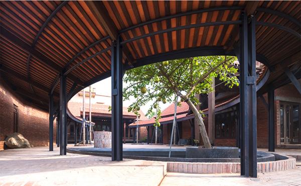 Giải vàng Giải thưởng Kiến trúc Quốc gia 2018 đã trao cho Nhà ở Bắc Hồng (Đông Anh, Hà Nội) - một công trình mang đậm dấu ấn của dòng chảy kiến trúc indie Nguồn: https://www.tapchikientruc.com.vn/chuyen-muc/mot-vai-suy-nghi-ve-sang-tao-kien-truc.html