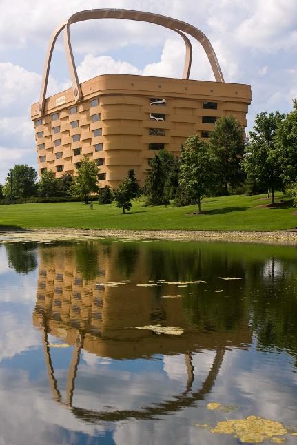 Kiến trúc con vịt, Longaberger Headquarters (Ảnh: Greg Gladman, giấy phép CC)