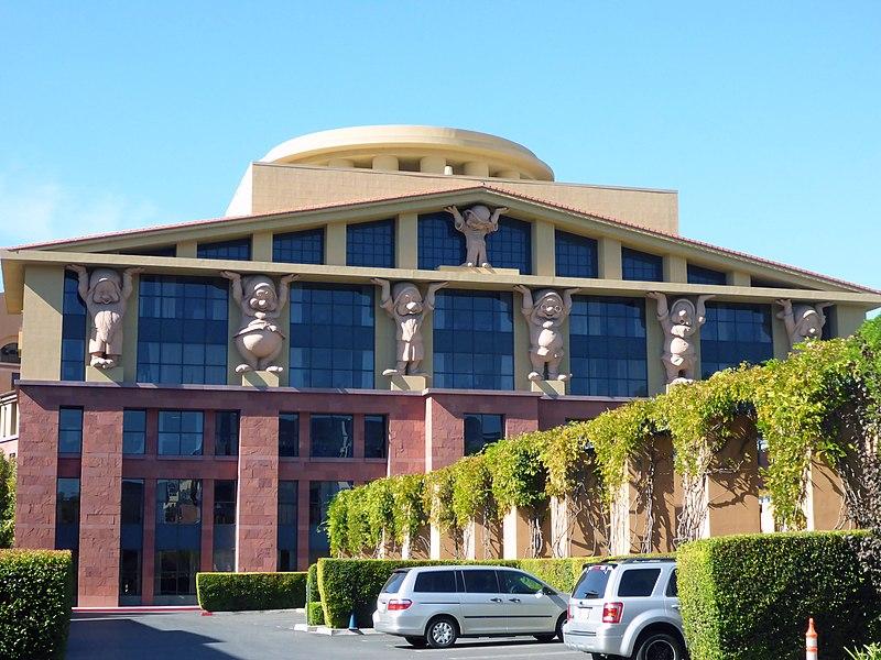 """Phong cách """"Camp"""": Tòa nhà tại Walt Disney Studios ở Burbank (Ảnh: Coolcaesar, giấy phép CC)"""