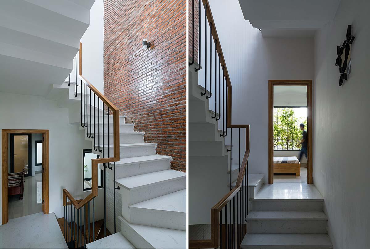 """Cầu thang kết hợp thông tầng là """"trái tim"""" của căn nhà, giúp lấy sáng, gió và kết nối cả không gian lẫn con người. Ảnh: Quang Trần."""