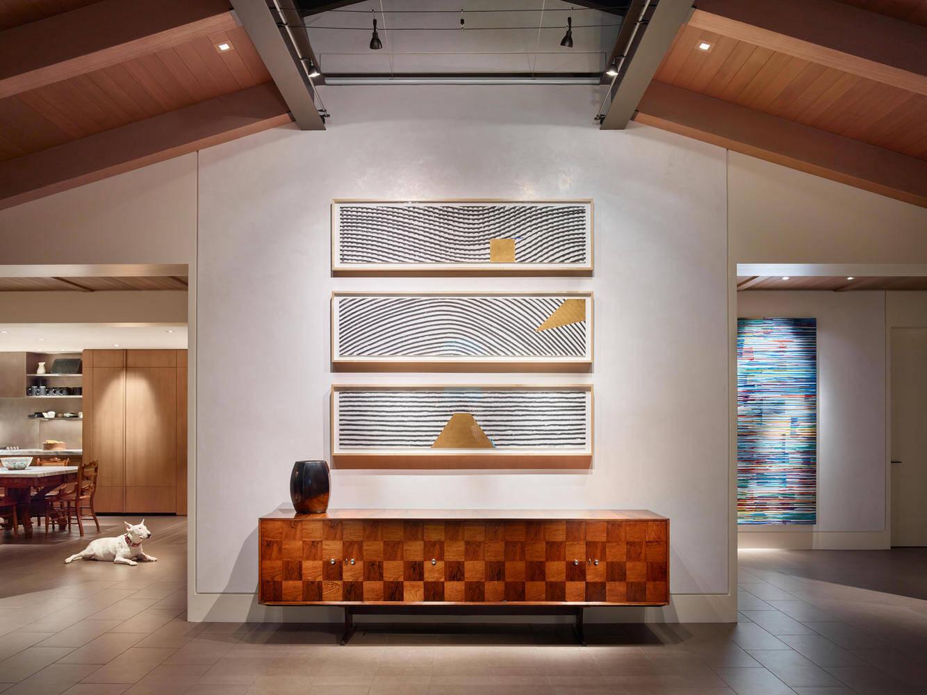 """Thiết kế ánh sáng """"xóa bỏ"""" các bức tường ngăn giúp không gian rộng ra trông thấy"""