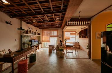 Phần trần tái hiện mái ngói trong căn hộ mất một tháng mới hoàn thành.