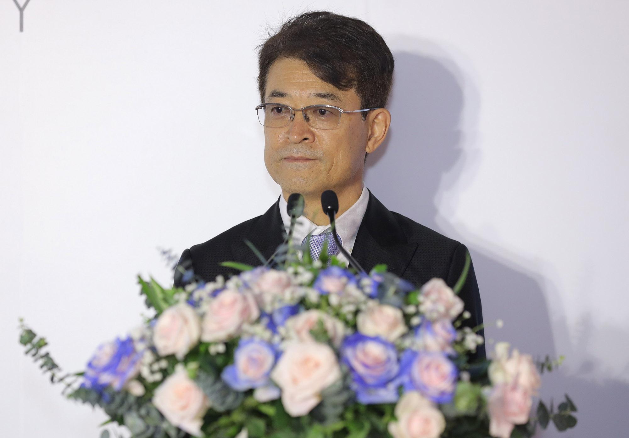 Ảnh 1: Ông Suzuki Hiroyuki, Tổng giám đốc TOTO Việt Nam phát biểu