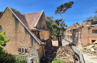 Khu nhà cổ đang được sửa chữa.
