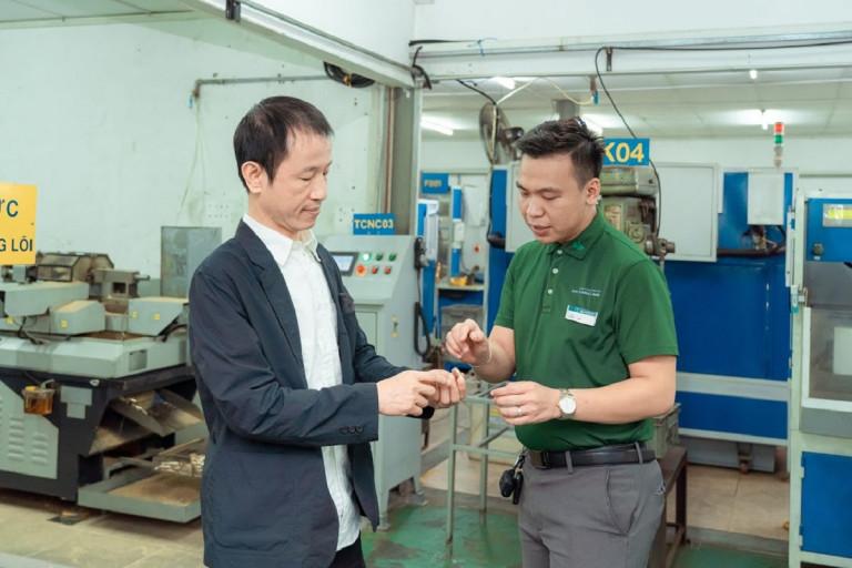 Công ty TNHH Khoá Huy Hoàng là nhà sản xuất khoá chuyên nghiệp hàng đầu Việt Nam với kinh nghiệm hơn 40 năm phục vụ người tiêu dùng.