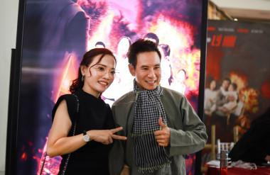 Đạo diễn Lý Hải và chị Lý Thanh Phong - đại diện đơn vị Thadan 3DX Global - đơn vị sản xuất poster 3D cho buổi ra mắt Lật mặt: 48H