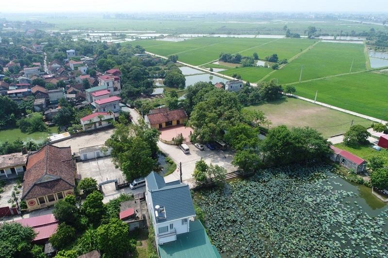 Tổ hợp cảnh quan đình làng, cây cổ thụ, ao sen làng Cựu