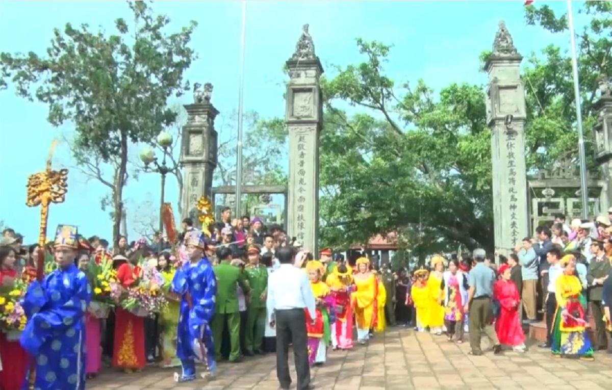 Lễ hội làng Phù Ủng (nguồn: Internet)