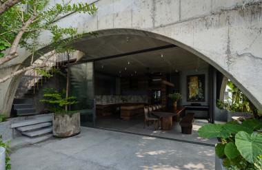Tầng năm đặt phòng ăn và bếp.