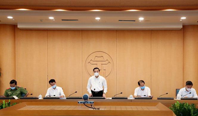 Chủ tịch UBND thành phố Chu Ngọc Anh, Trưởng ban Chỉ đạo chủ trì cuộc họp (Ảnh: HNM)