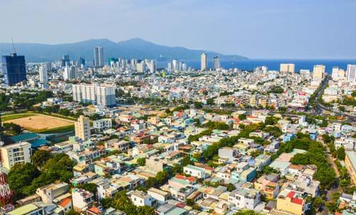 Khu vực trung tâm TP Đà Nẵng còn thiếu những mảng xanh đô thị Ảnh: QUANG LUẬT