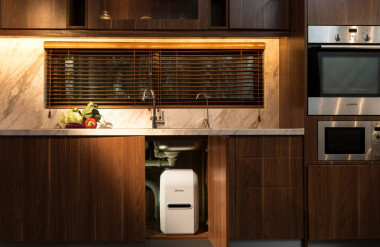 Máy lọc nước, thiết bị không thể thiếu trong mỗi căn bếp hiện đại, được các nhà thiết kế tính toán vị trí lắp đặt ngay từ khi lên bản vẽ thiết kế