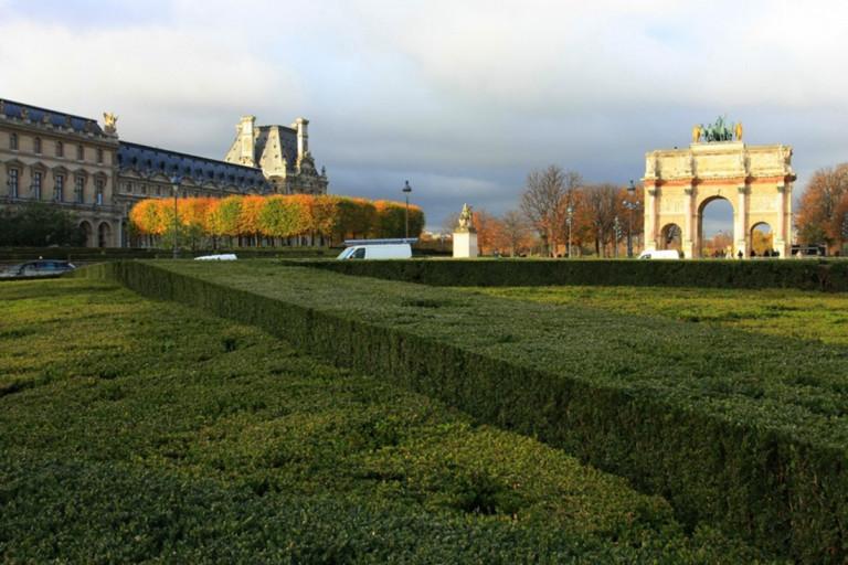 Hình 1a. Theo dòng thời gian và chính sự biến chuyển, Louvre thay đổi công năng khác nhau trước khi là bảo tàng bây giờ; nó là một di sản nhờ vào những giá trị kiến trúc-cảnh quan được chăm chút,ở một quy mô hoành tráng…[7]