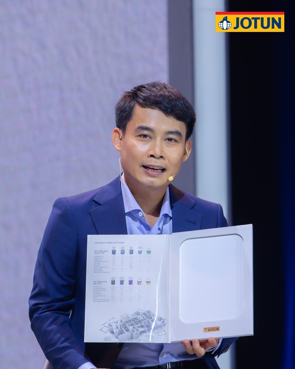 Ông Huỳnh Trần Nam - Giám đốc Tiếp thị tập đoàn Jotun giới thiệu về bộ 04 tính năng vượt trội của Jotashield Sạch Vượt Trội