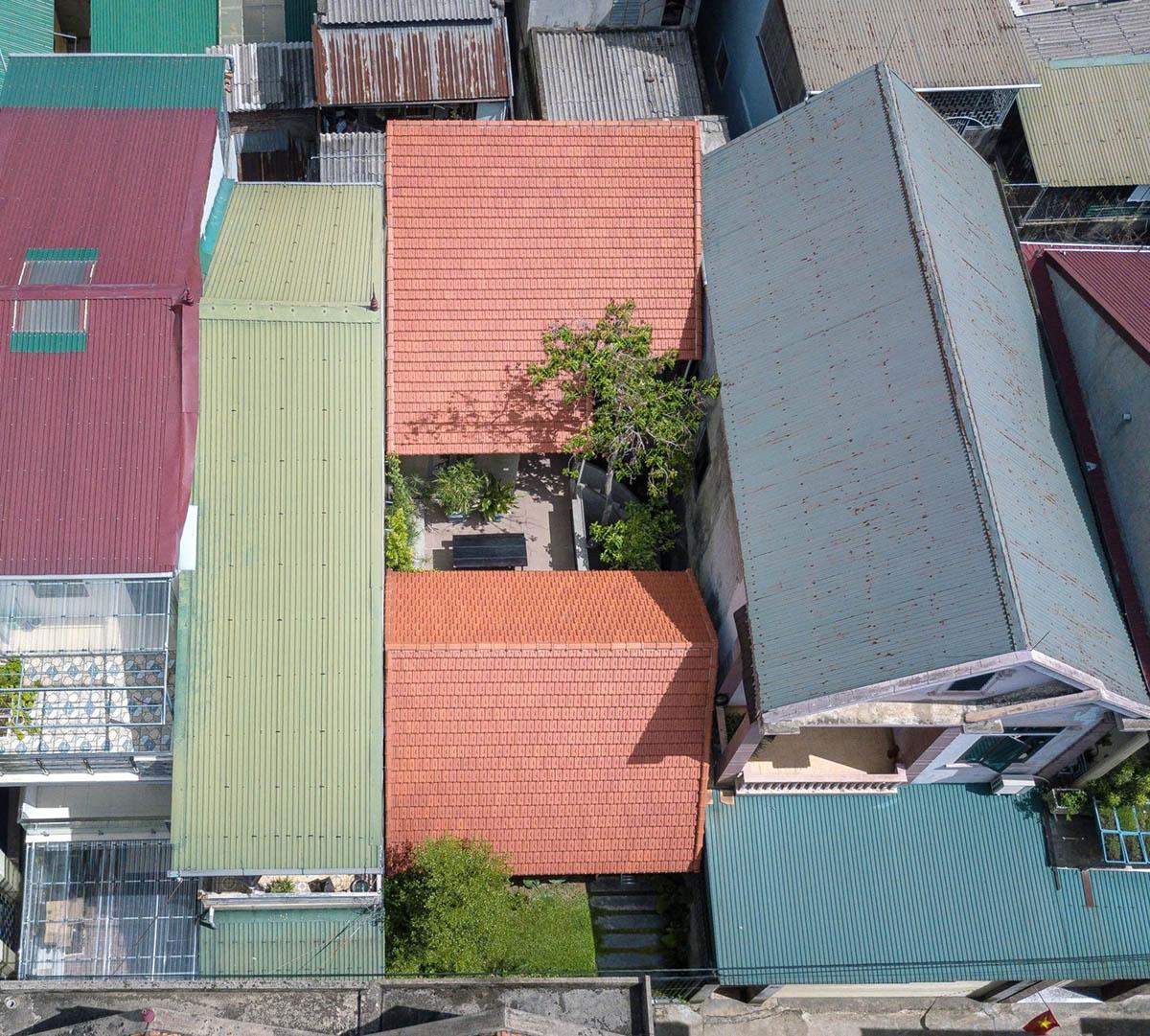 Ngôi nhà nhìn từ trên cao lại khá nổi bật.