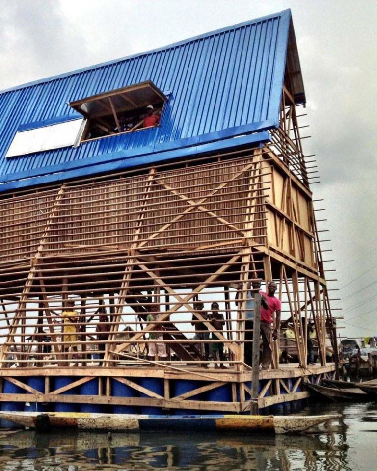 Trường nổi Makoko Floating School được dựng trên hệ thống các phao nổi, dựa theo nguyên mẫu thiết kế ở vùng quận Makoko của Lagos (Ảnh: NLE)