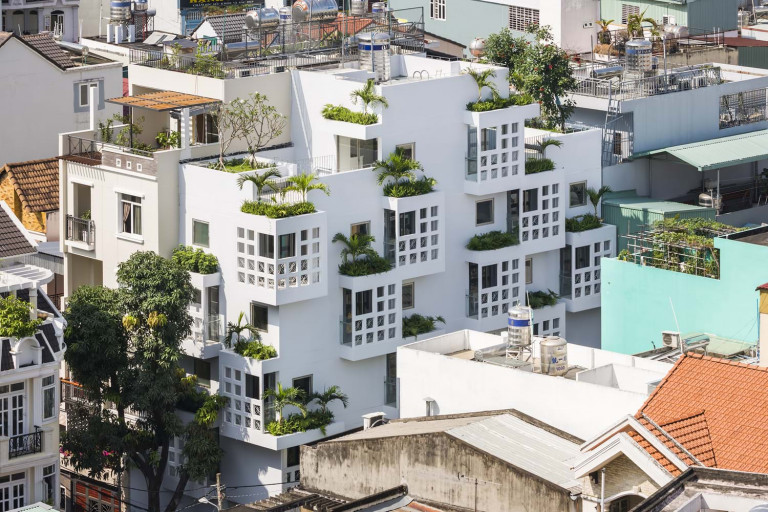 Dự án do Trinhvieta-Architects thiết kế trong một khu đô thị đông dân tại TP.HCM với mong muốn tạo ra nhiều không gian nhất có thể, mang lại bầu không khí sống thú vị.