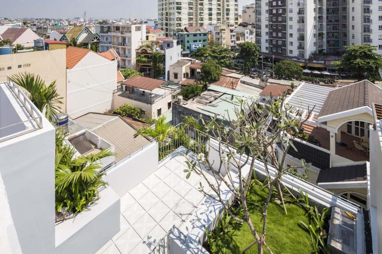 """Thông qua dự án này, kiến trúc sư mong muốn đề xuất giải pháp cho một cuộc sống trong khu đô thị nhiệt đới mật độ cao, đáp ứng nhu cầu về không gian mà vẫn mang đến môi trường sống thú vị """"gần gũi với thiên nhiên""""."""