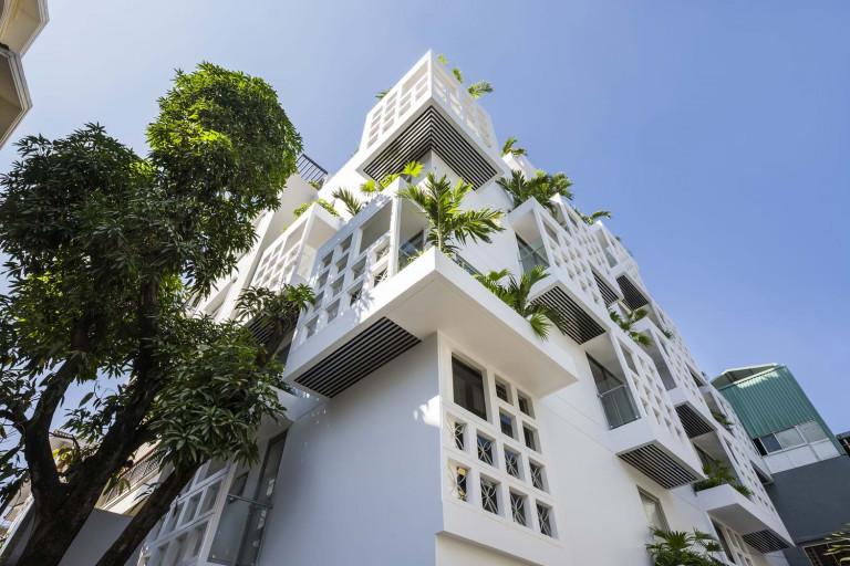 Ý tưởng của kiến trúc sư là sắp xếp lại không gian có thể được phép xây dựng bằng cách dùng hai khoảng trống bên trong từ khối chính, chia chúng thành nhiều khối nhỏ hơn và gắn chúng trở lại để làm ban công.