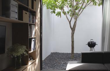 Cách bố trí này giúp căn nhà gần gũi với thiên nhiên hơn và khuyến khích người ở sống chậm để cảm nhận cuộc sống.