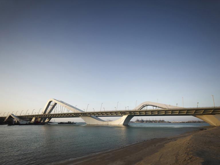 CầuSheikh Zayed ở Abu Dhabi, UAE do KTS Z. Hadid thiết kế