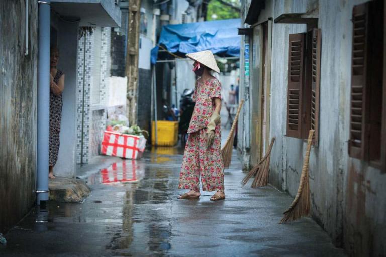 Việc phong tỏa, giãn cách sẽ bất khả thi đối với các hẻm nhỏ. Ảnh: một con hẻm Sài Gòn bị phong tỏa. Ảnh: Lê Phan