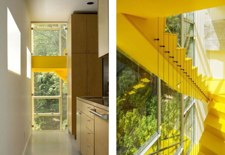 Màu vàng của cầu thang tăng sức sống cho căn nhà.