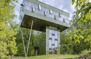 Căn nhà được xây giữa một khu rừng ở ngoại ô New York.
