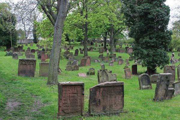 Những ngôi mộ cổ thuộc nền văn hóa Chinchorro. (Nguồn: travelawaits.com)